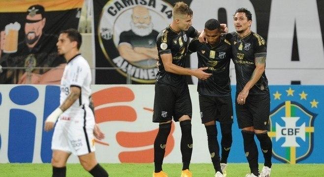 Ceará não sofreu, com um a menos, para derrotar o Corinthians