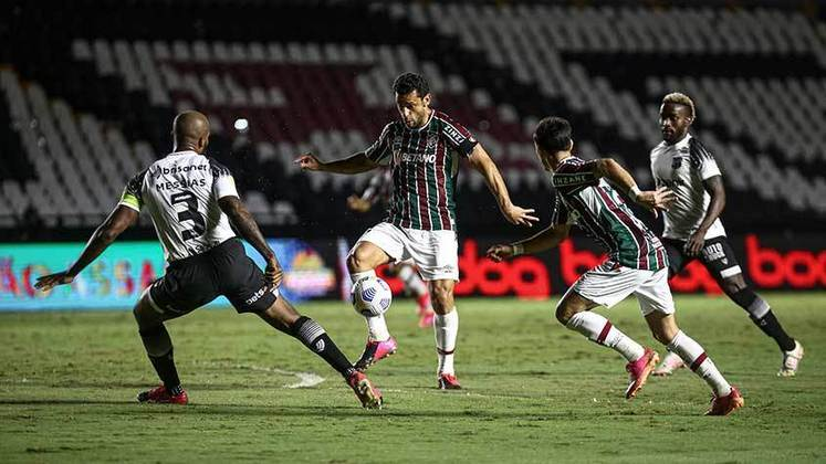 Ceará - Sobe: Foi bem defensivamente e conseguiu segurar o empate mesmo não sendo o melhor em campo. / Desce: Com saída de bola lenta, não ofereceu perigo e optou por finalizar de longe na maioria dos lances..
