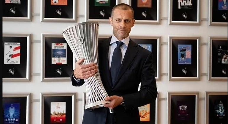 Alexander Ceferin, o presidente da UEFA, com a nova taça