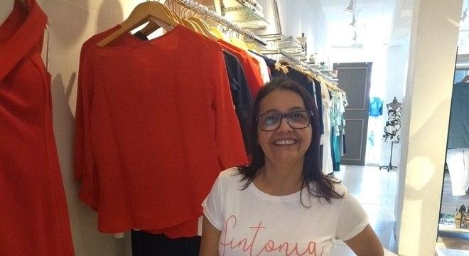 A vendedora Célia Maria acumula quase R$ 30 mil em dívidas