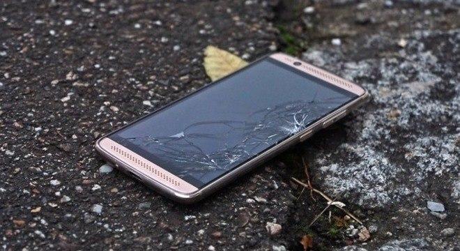 Película para a tela do celular podem evitar prejuízos maiores em uma queda