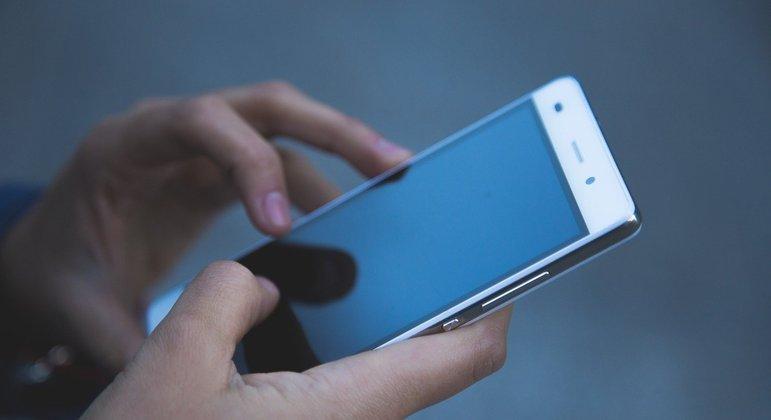 Parler é banida das principais lojas de aplicativos da internet