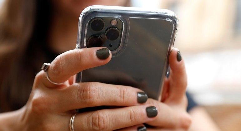 Agentes de fronteira dos EUA podem vasculhar smartphones de laptops de turistas