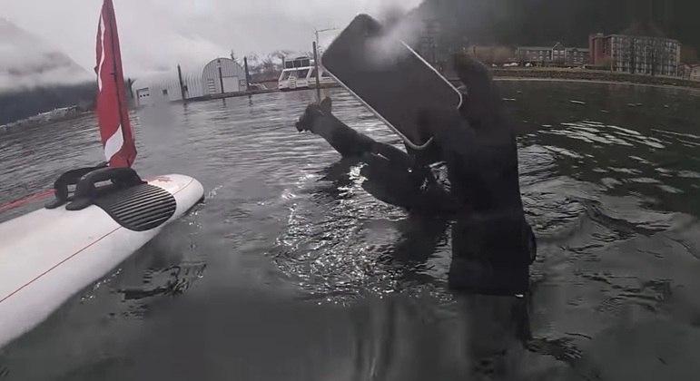 Celular estava há 6 meses no fundo do lago