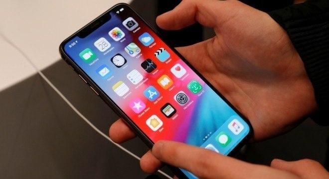 Vendas globais de smartphones caíram 14% em fevereiro