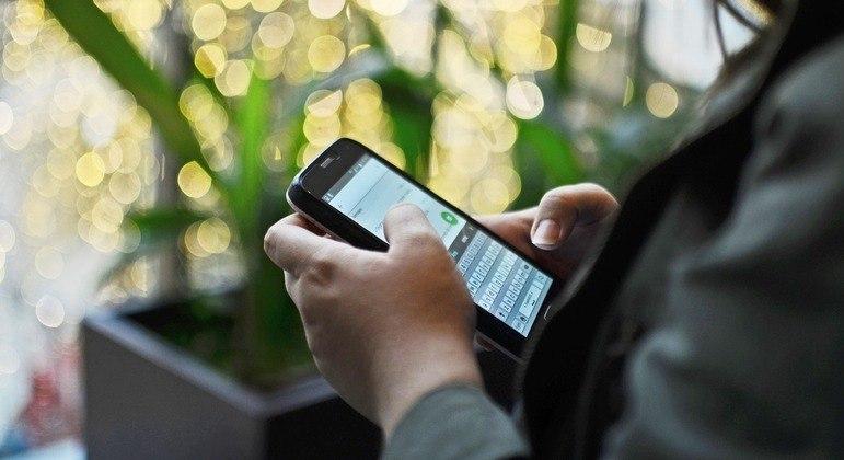 Celular com internet é uma janela para o mundo na palma da mão