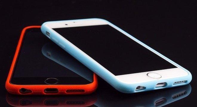 Para usuários de aparelhos da Apple, uma opção é utilizar serviços como iCloud