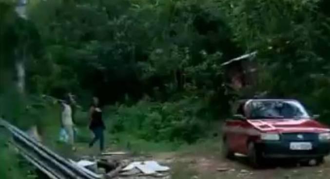 Policiais civis descobrem cemitério clandestino em matagal na Grande SP