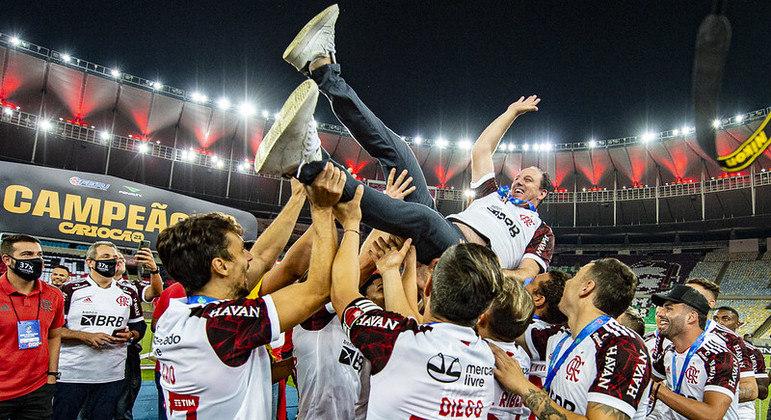 Ceni foi muito festejado após mais um título pelo Flamengo