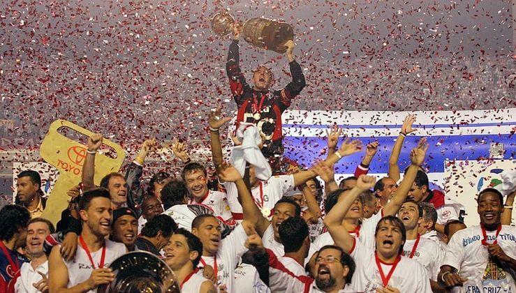 São Paulo: O Tricolor lidera a lista com 12 títulos internacionais (3 Mundiais, 3 Libertadores, 1 Copa Sul-Americana, 1 Supercopa Libertadores, 2 Recopas Sul-Americanas, 1 Copa Conmebol e 1 Copa Master da Conmebol)