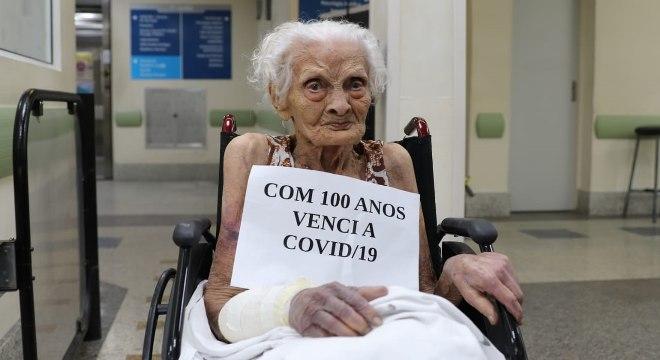 Dona Maria José Bastos comemorou a vitória sobre a covid-19