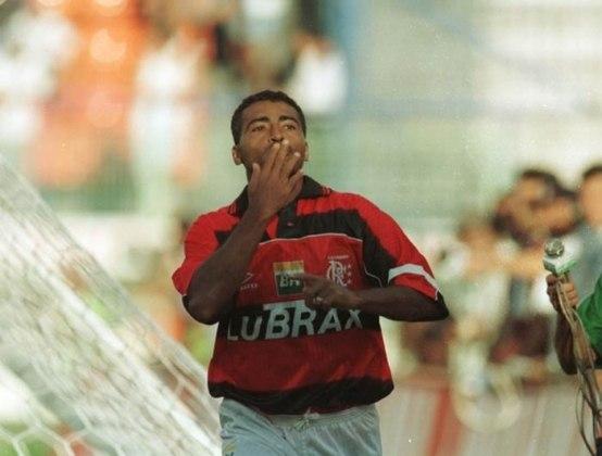 FLAMENGO - Entre os principais times do Brasil, o Flamengo foi o primeiro a comemorar 100 anos. Em 1995, o presidente Kléber Leite formou um elenco recheado de estrelas com Sávio, Edmundo e Romário no ataque e Wanderley Luxemburgo como treinador. O chamado