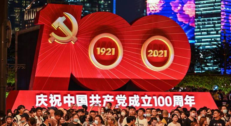 Sob o comando do Partido Comunista Chinês, governo encarcera e tortura minorias