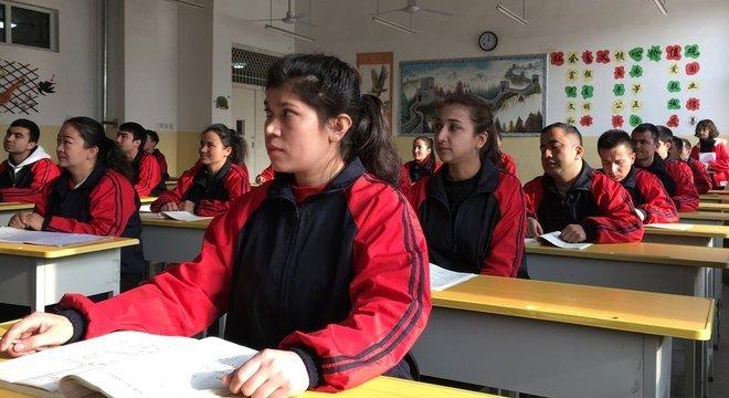 China afirma que os centros de detenção, como este na cidade de Kashgar, são destinados a 'formação profissional'