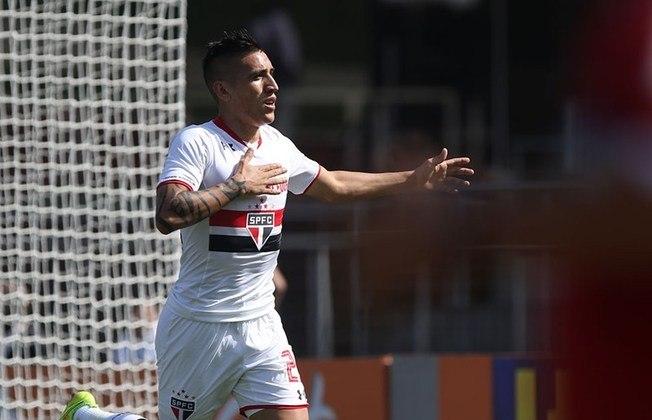 Centurión - Em fevereiro de 2015, o São Paulo contratou o atacante argentino, que estava no Racing-ARG. Pelo acordo, o São Paulo desembolsou € 4,2 milhões (cerca de R$ 12,7 milhões na época) por 70% dos direitos econômicos.