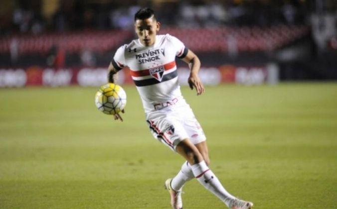 Centurión - O meia jogou pela primeira vez no Tricolor com uma vitória de 5 a 0 adiante o Bragantino, no dia 14 de fevereiro de 2015. Na partida válida pelo Paulista, o argentino marcou um gol.