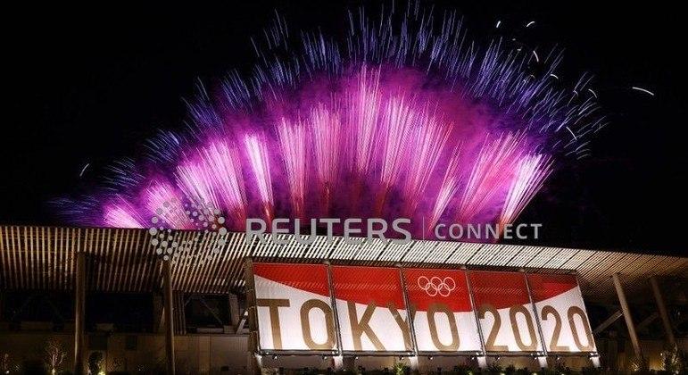 Fogos de artifício durante cerimônia de encerramento da Olimpíada de Tóquio
