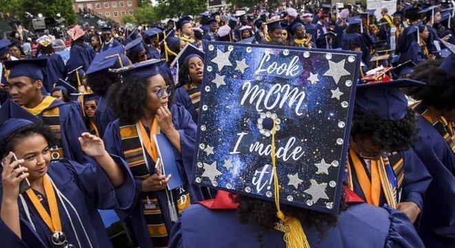 Antes o alto custo das mensalidades e um mercado de trabalho cada vez mais competitivo, muitos alunos estão cada vez mais 'preocupados se a universidade que desejam cursar os ajudará a ir bem (na carreira) posteriormente'