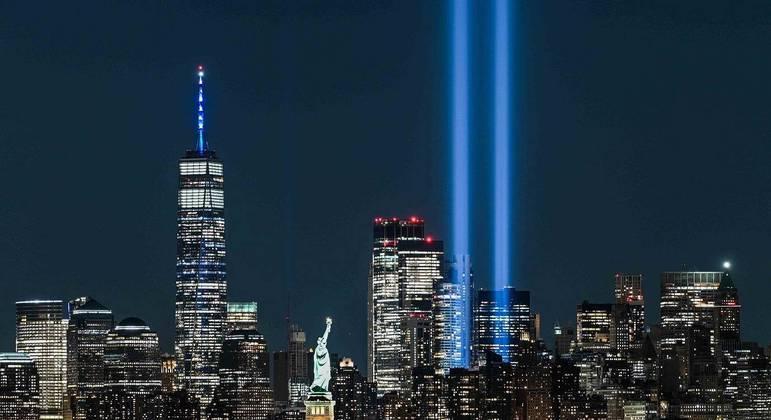 Homenagem às vítimas do ataque às duas torres gêmeas no dia 11 de setembro em NY