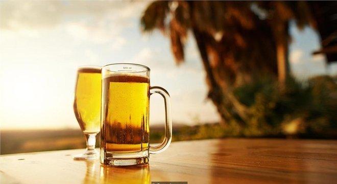 Etanol que excretamos quando bebemos álcool pode ajudar a atrair mosquitos, sugere pesquisa