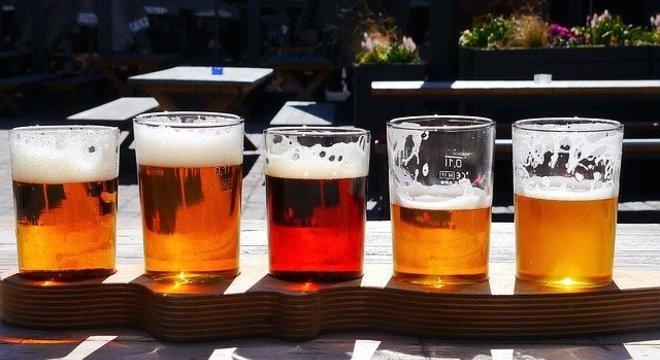 Cerveja pode fazer parte da alimentação cotidiana, mas sem excessos