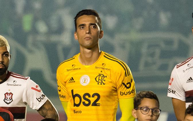 César - Com a ascensão de Hugo Souza e a volta de Diego Alves, César perdeu espaço no Flamengo, que chegou a negociá-lo com o Atlético-GO, mas a transferência melou. Atualmente, se recupera de lesão