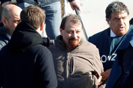Battisti foi extraditado para a Itália em janeiro