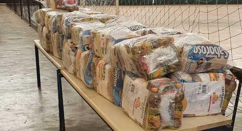Arrecadação de cestas básicas para a doação durante a pandemia de covid-19