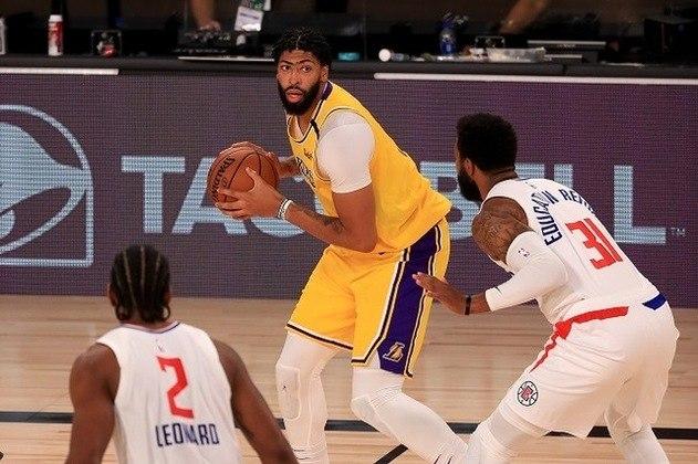 Cestinha da partida, o astro Anthony Davis (Los Angeles Lakers) anotou 34 pontos na vitória sobre o Los Angeles Clippers no primeiro jogo da equipe na volta da temporada. Davis ainda contribuiu com oito rebotes e quatro assistências em cerca de 35 minutos de ação