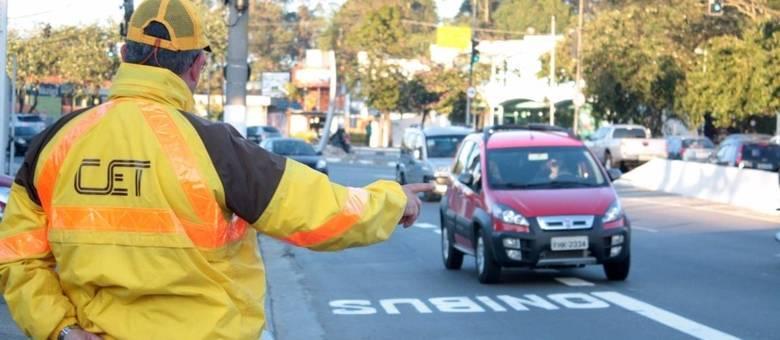 Motoristas devem ficar atentos pois multas são emitidas normalmente durante a pandemia