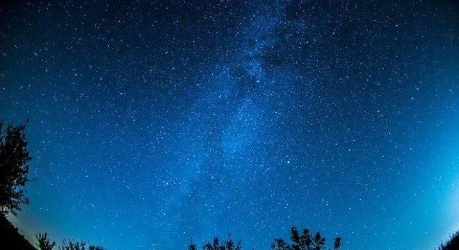 Com céu aberto, será possível ver a chuva de meteoros em regiões longe de cidades