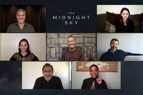 Elenco de 'O Céu da Meia-Noite' falou com a imprensa