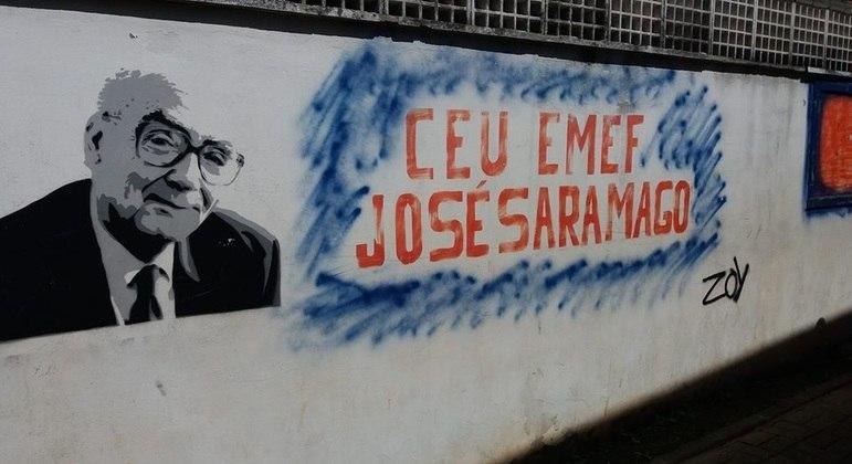 Famílias protestam contra transferência de alunos do CEU EMEF José Saramago