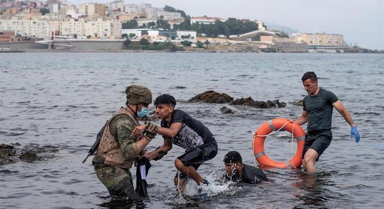Mais de 700 imigrantes menores de idade serão levados de volta para o Marrocos