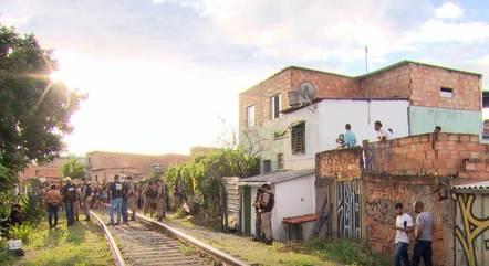 Linha do trem separa bairros com tráfico de drogas