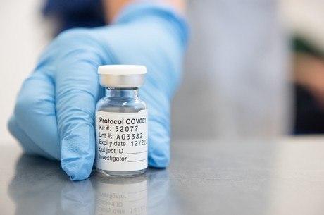 Meta inicial é garantir 100 milhões de doses da vacina