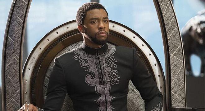 Chadwick Boseman como o rei T'Challa, em 'Pantera Negra'