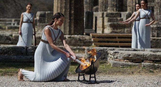 """O acendimento da """"Chama Olímpica"""" no Templo de Hera"""