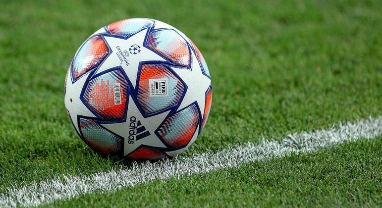 "A bola oficial da ""Champions"" de 2020/2021"