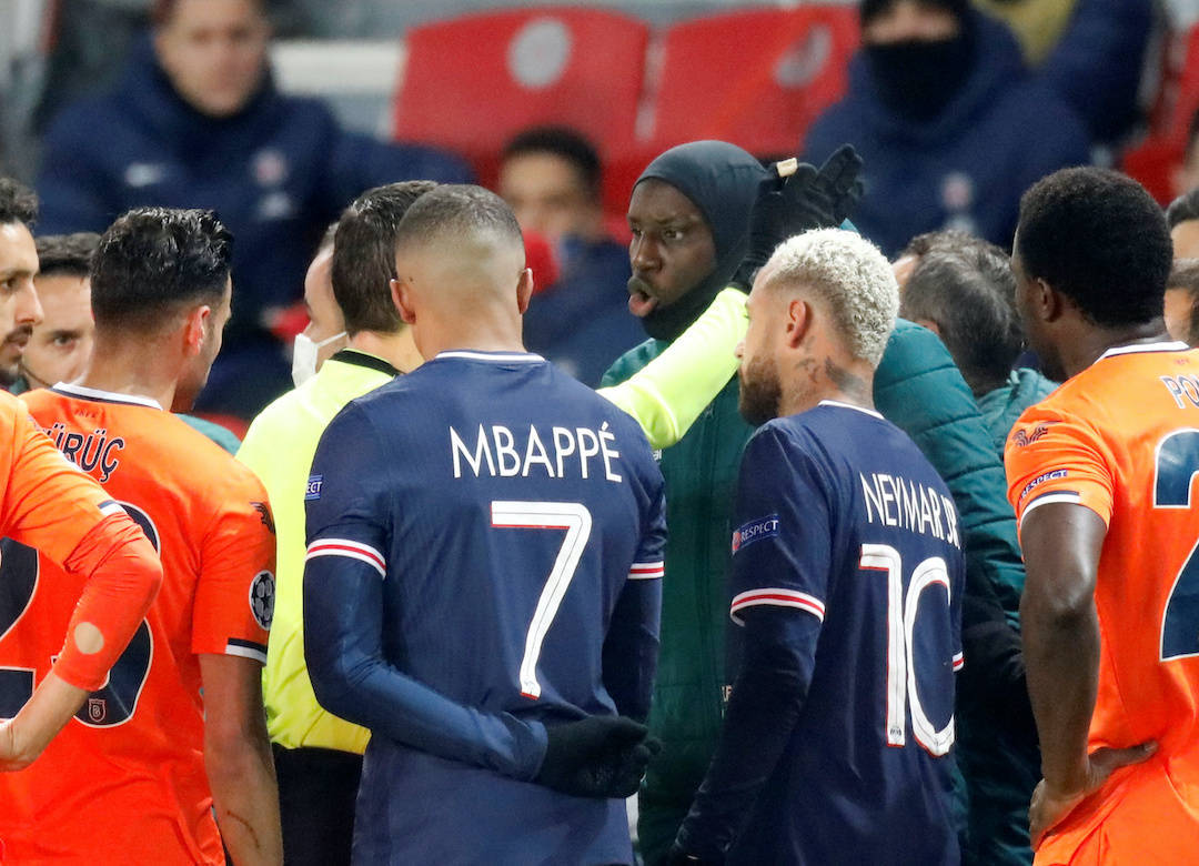 PSG e Basaksehir abandonam o jogo. Racismo do quarto árbitro, o romeno Colţescu