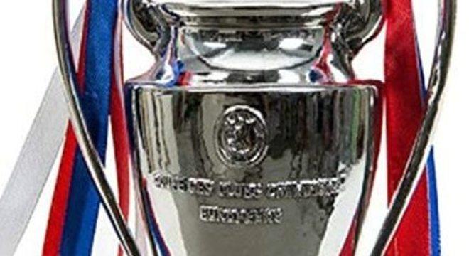 Detalhe da taça da Liga dos Campeões