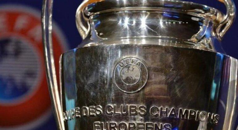 Detalhe da taça da Champions