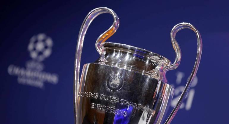 Detalhe da linda e antológica taça da Champions