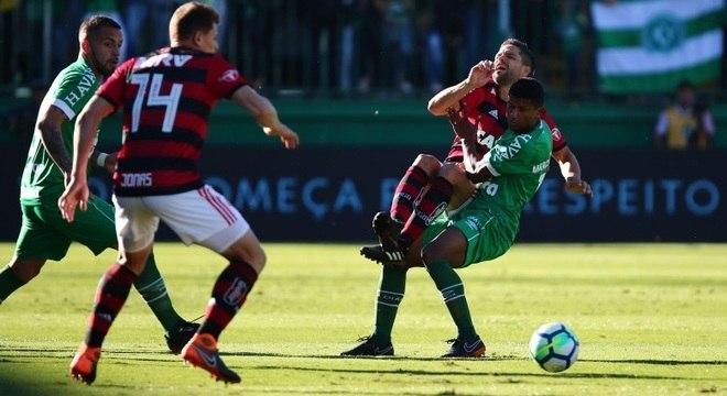 Marcio Araújo, da Chapecoense, faz falta em Diego, do Flamengo