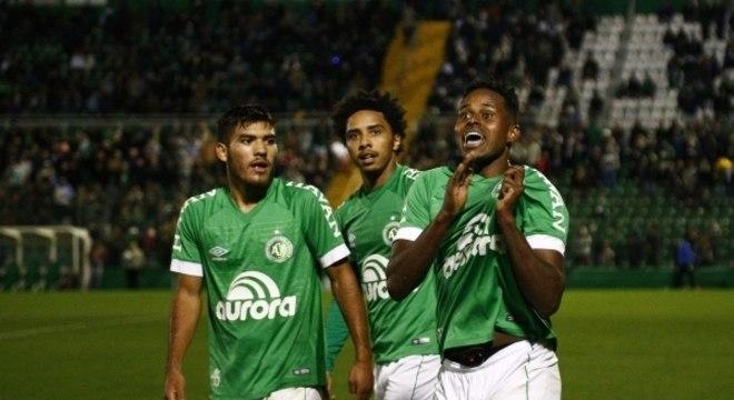 Chapecoense busca primeira vitória após pausa para Copa