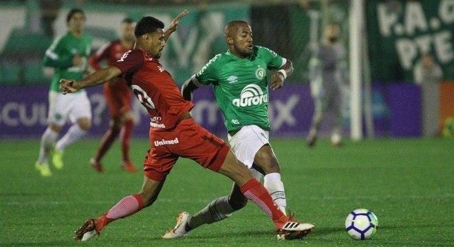 Chape e Inter fizeram um jogo bastante disputado e aberto na Arena Condá (SC)