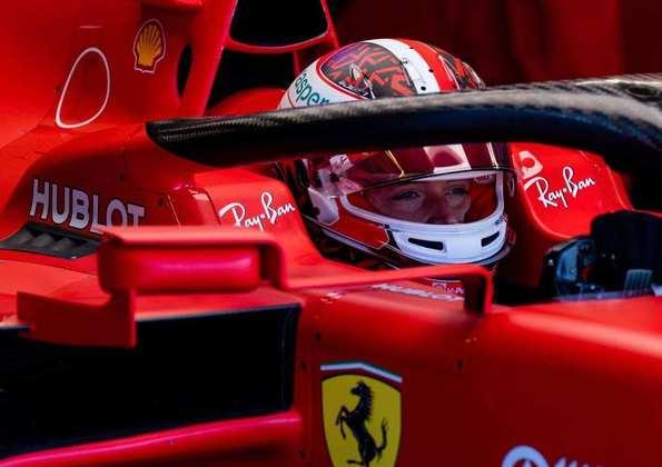 Charles Leclerc antes de sair para a pista no Q2