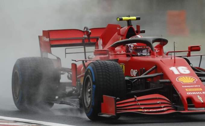 Charles Leclerc e sua Ferrari no Hungaroring