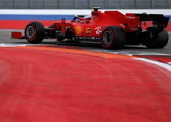Charles Leclerc foi atrapalhado pelo acidente do companheiro Sebastian Vettel no Q2