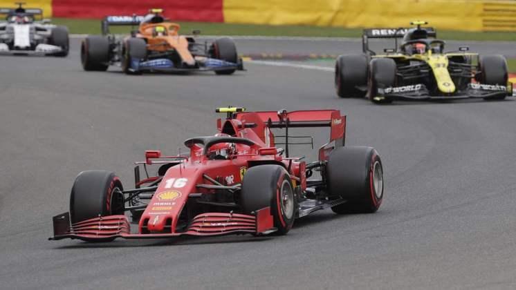 Charles Leclerc larga na 13ª colocação (Foto: AFP)